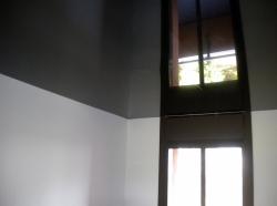 014_abitazione-privata-cucina-eseguita-con-montaggio-di-profilo-in-pvc-invisibile-e-soffitto-teso-nero-laccato-in-collaborazione-con-media-country-s-r