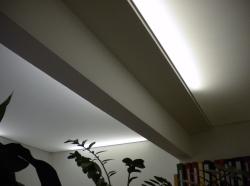 039_uffici-eseguiti-con-montaggio-di-profilo-in-pvc-invisibile-e-soffitti-tesi-bianchi-retroilluminati-con-neon-aosta