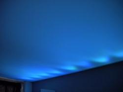 028_centro-estetico-rosanna-sala-eseguita-con-montaggio-di-profilo-in-pvc-invisibile-e-soffitto-teso-bianco-retroilluminato-con-led-rgb-aosta