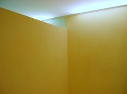 030_centro-estetico-stefania-salone-eseguito-con-montaggio-di-profilo-in-pvc-a-cornice-e-soffitto-teso-bianco-retroilluminato-con-neon-novi-ligure